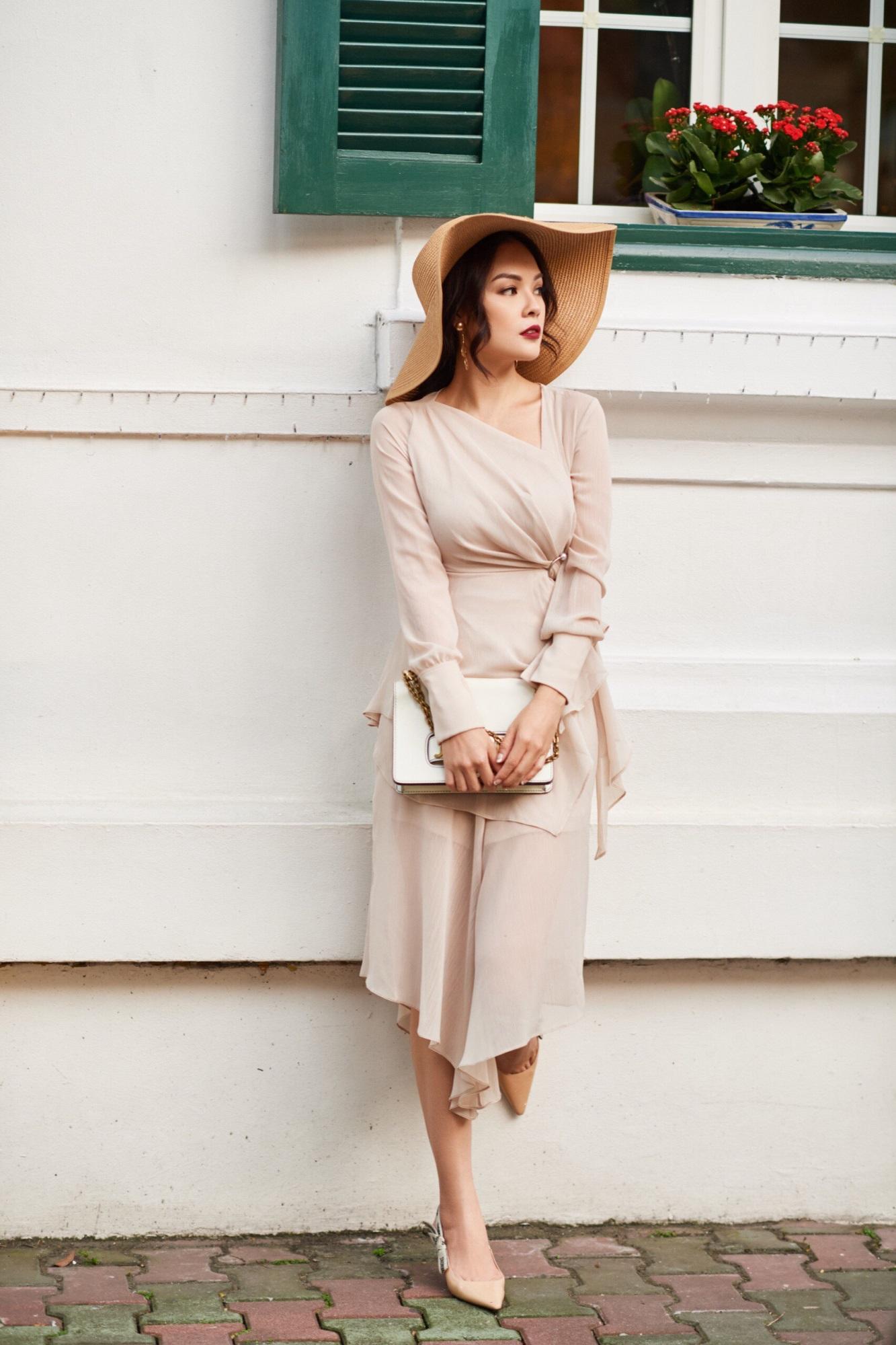 'Bà mẹ đơn thân' Dương Cẩm Lynh khoe nhan sắc rạng ngời với street style sang trọng - Ảnh 1