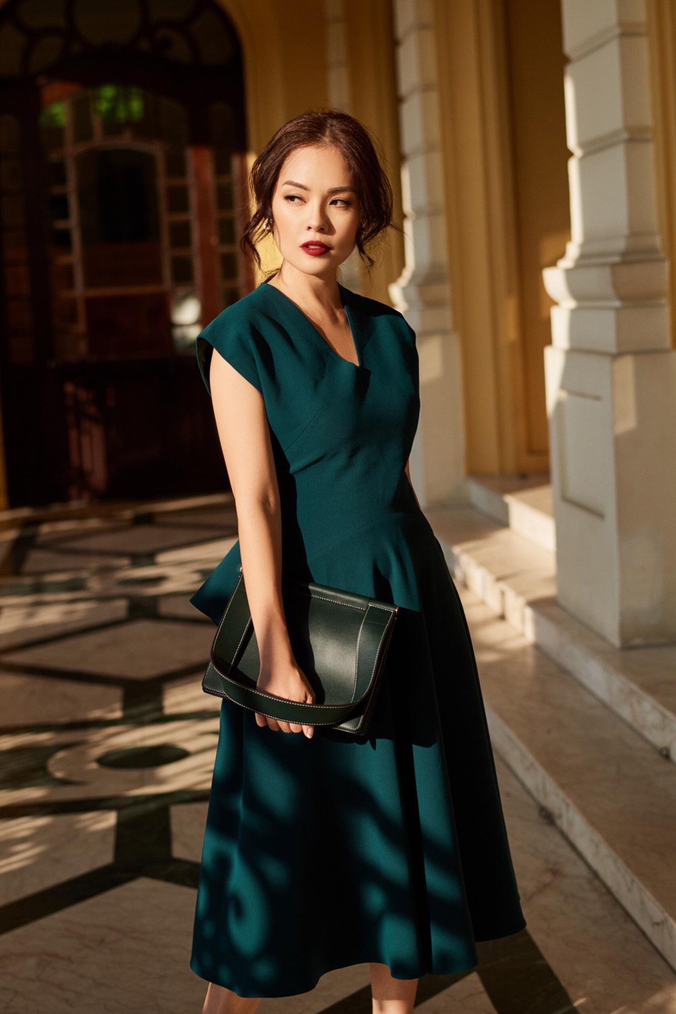 'Bà mẹ đơn thân' Dương Cẩm Lynh khoe nhan sắc rạng ngời với street style sang trọng - Ảnh 10