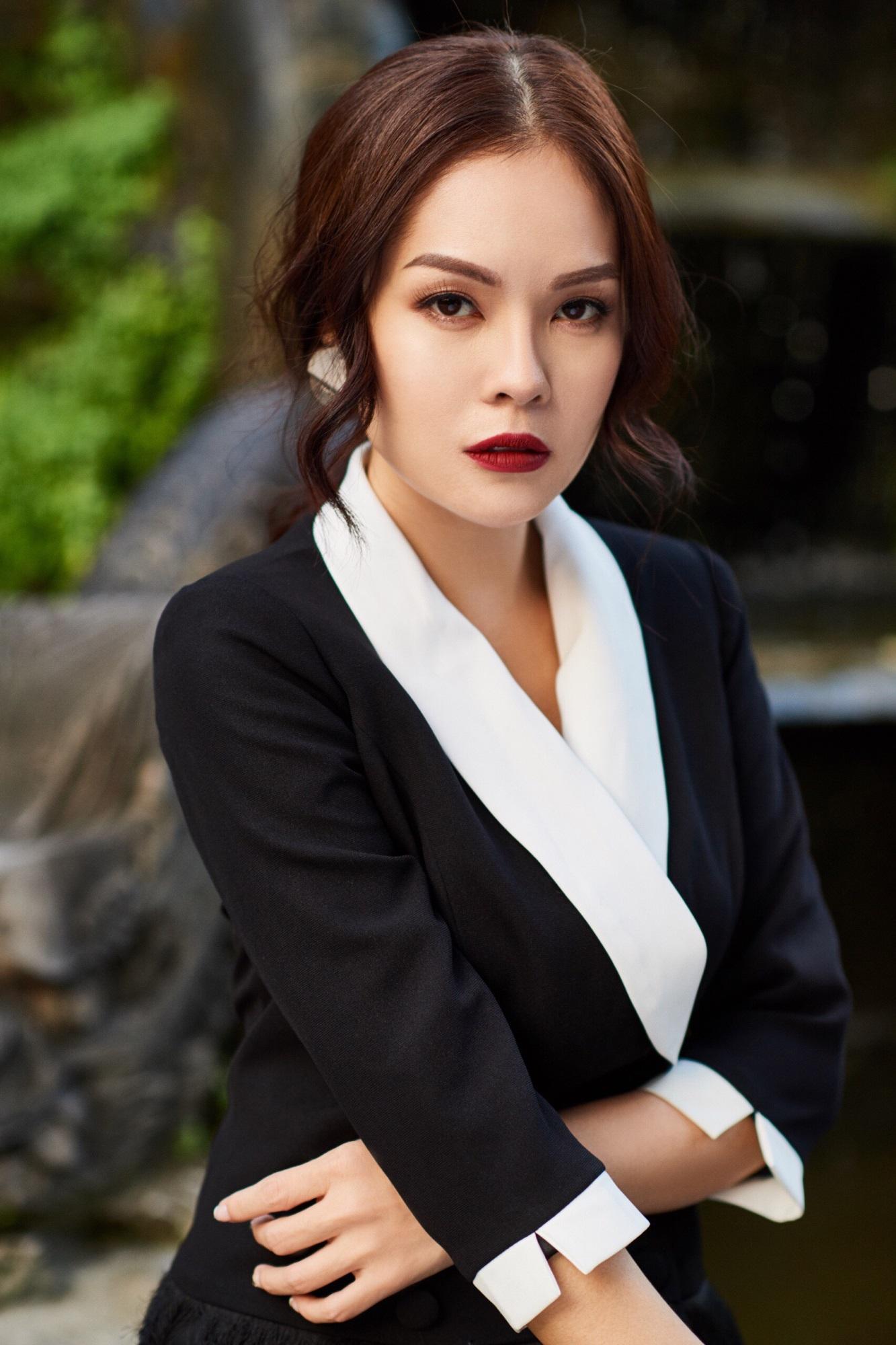 'Bà mẹ đơn thân' Dương Cẩm Lynh khoe nhan sắc rạng ngời với street style sang trọng - Ảnh 4