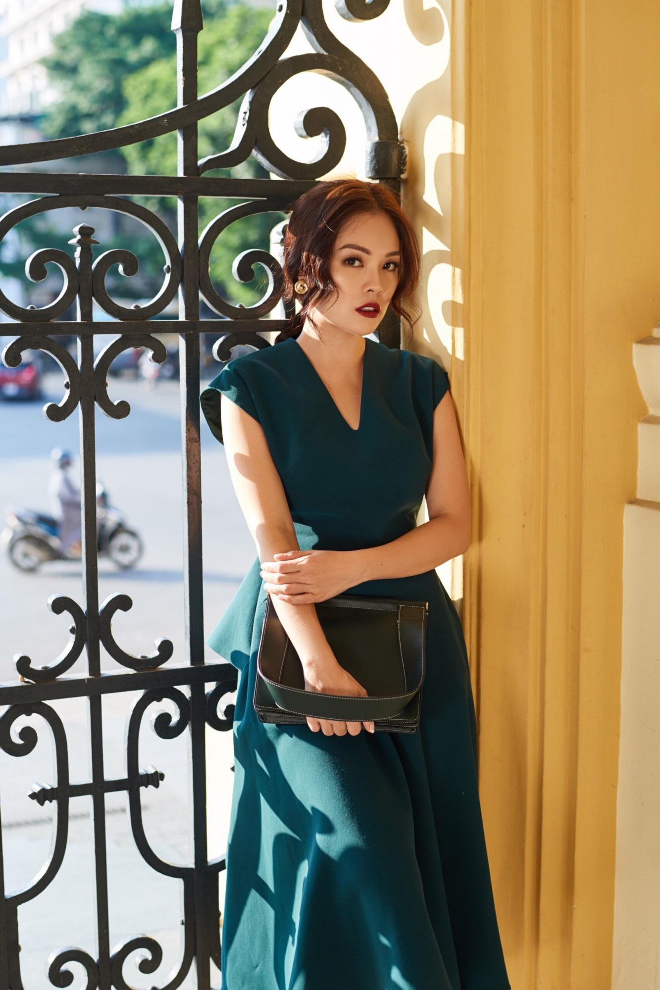'Bà mẹ đơn thân' Dương Cẩm Lynh khoe nhan sắc rạng ngời với street style sang trọng - Ảnh 7