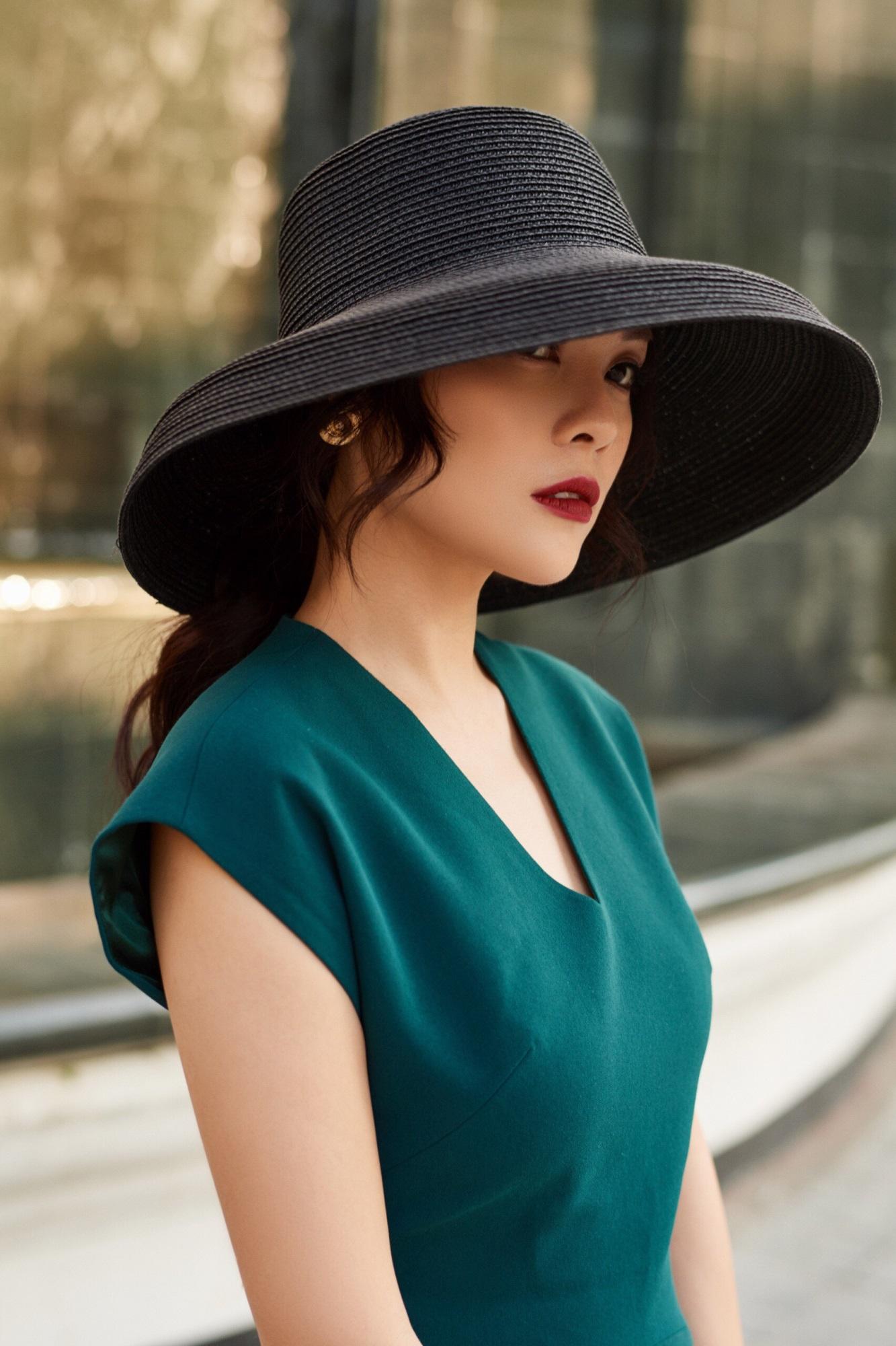 'Bà mẹ đơn thân' Dương Cẩm Lynh khoe nhan sắc rạng ngời với street style sang trọng - Ảnh 9