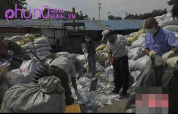 Bắt nhóm người tái chế rác thải thành vật dụng hàng ngày gây nguy hại sức khỏe - Ảnh 2