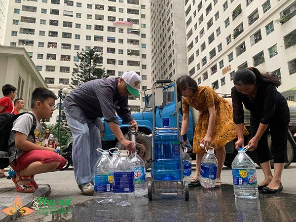 Hà Nội khuyến cáo người dân không ăn, uống nước sông Đà - Ảnh 2