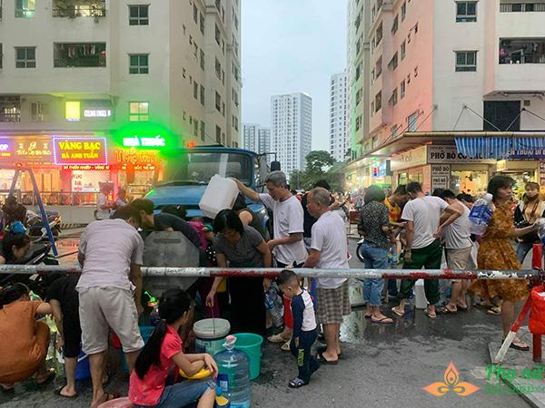 Hà Nội khuyến cáo người dân không ăn, uống nước sông Đà - Ảnh 3