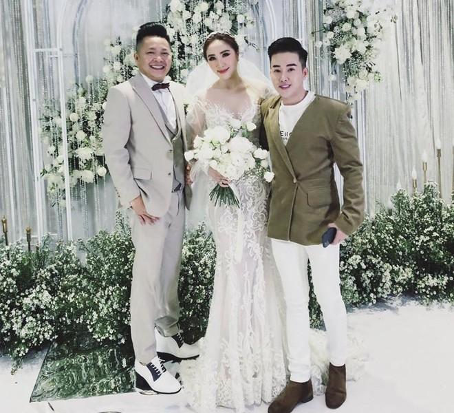 Chồng Bảo Thy đi giày cao hơn 10 cm ở lễ cưới - Ảnh 1