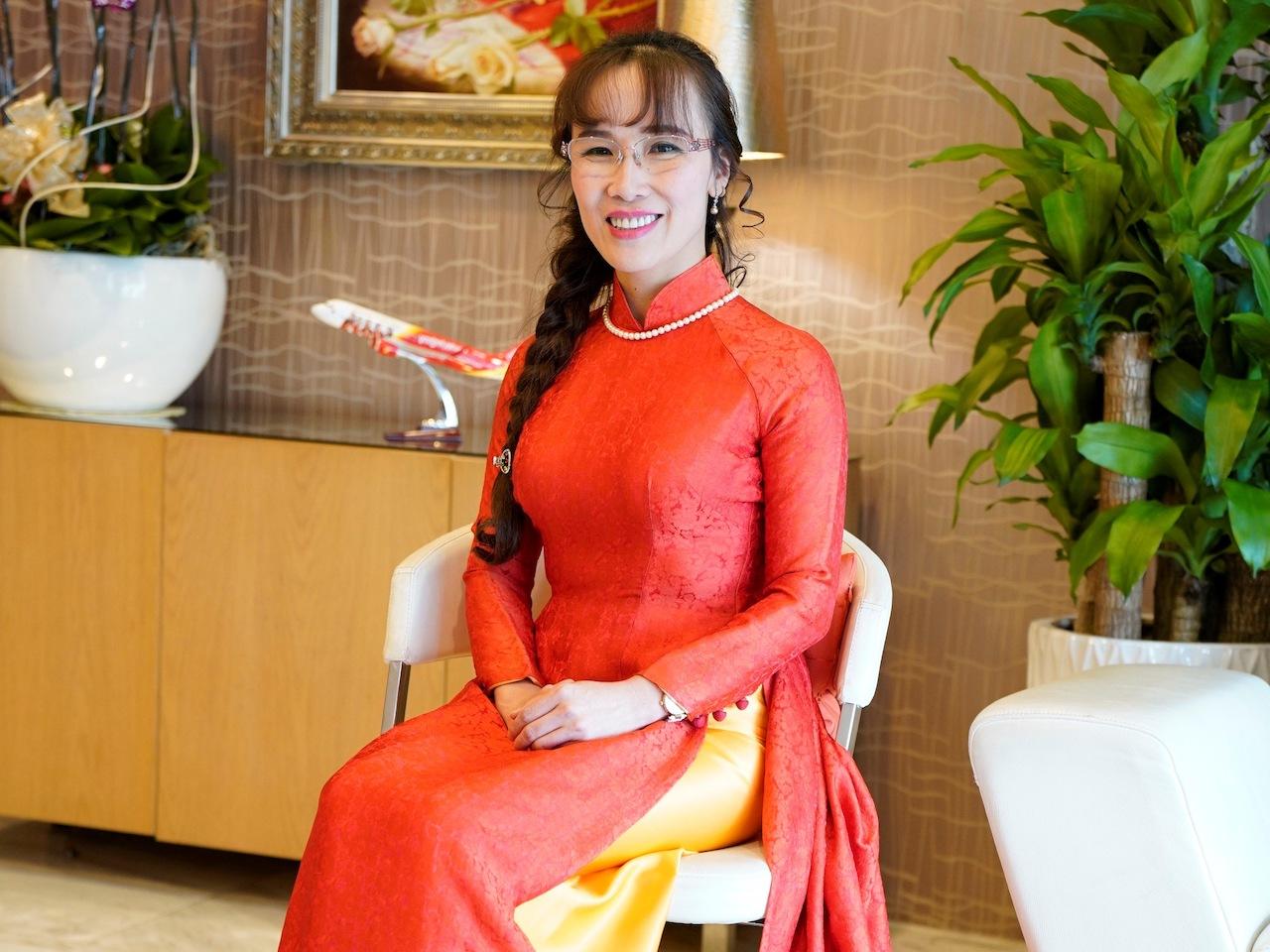 Lý do đưa tỷ phú Nguyễn Thị Phương Thảo, Trần Thị Lệ trở thành doanh nhân quyền lực - Ảnh 2
