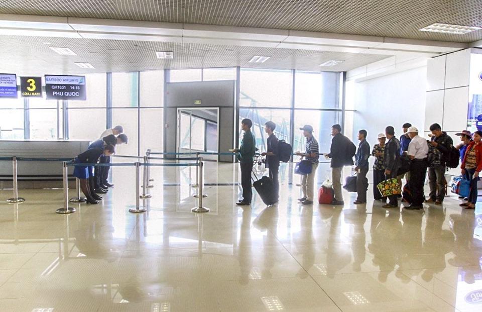 Máy bay Bamboo Airways rung lắc ở độ cao gần 10.000 mét khiến đồ ăn rơi tung tóe, hàng trăm hành khách hoảng hốt - Ảnh 4