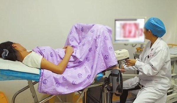 Nữ bệnh nhân bị rách cổ tử cung 2 lần trong 2 tuần vì sở thích lạ của chồng - Ảnh 1