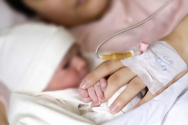 Bác sĩ Từ Dũ chỉ 10 tác dụng phụ khi gây tê tủy sống sinh con - Ảnh 2