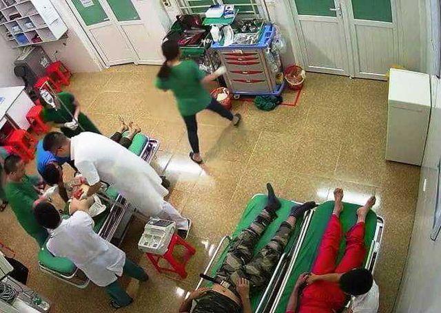 Nghệ An: Xe chở du khách du lịch 'cắn đuôi' xe container, 1 người chết, 14 người bị thương - Ảnh 3