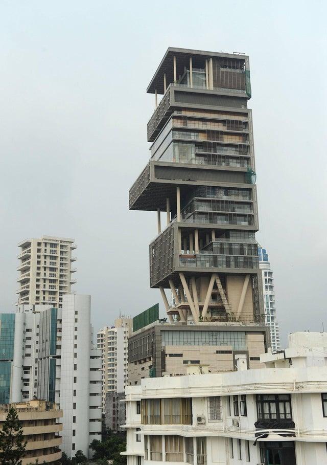 'Đột nhập' ngôi nhà đắt đỏ nhất hành tinh: 6 tầng chỉ để siêu xe? - Ảnh 2
