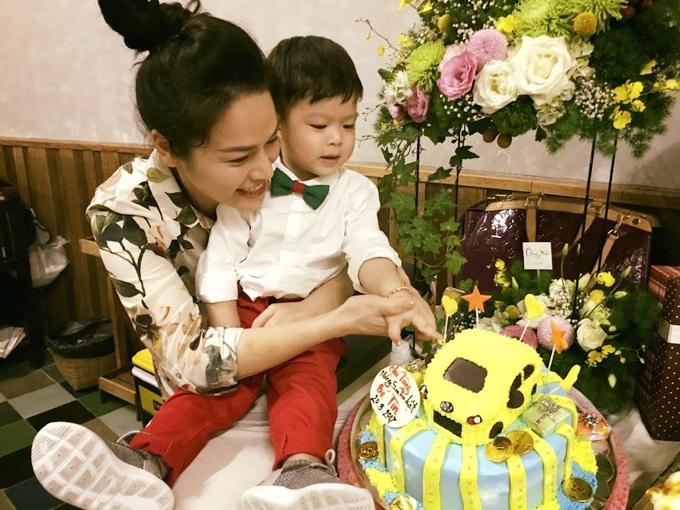 Nhật Kim Anh và chồng hạnh phúc thế này, làm gì có chuyện ly hôn