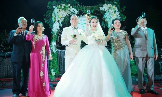 Ngọc Trinh, Vũ Khắc Tiệp cùng loạt sao Việt dự lễ cưới của Nhật Thủy Idol và bạn trai đại gia hơn 14 tuổi - Ảnh 4