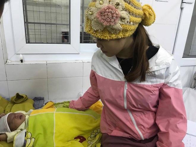 Bé sơ sinh bị loét thủng giác mạc, có nguy cơ mù vì nhỏ sữa mẹ vào mắt - Ảnh 1