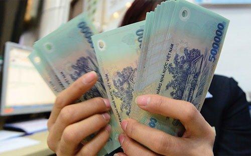 Nhìn thấy thực tế chi tiêu của gia đình, nhiều anh chồng cũng móc ví đưa hết tiền cho vợ