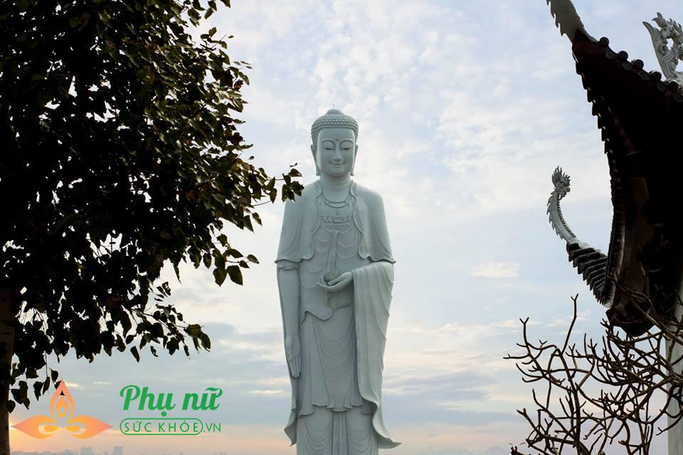 Chuyện cảm động:  Quý ông Hà thành 5 năm lặng lẽ đón giao thừa bên mộ phần người vợ quá cố  - Ảnh 1
