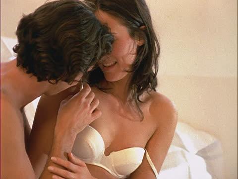 Nỗi lòng người vợ trẻ đêm đêm sợ chồng như sợ cọp vì 'yêu' quá lâu: 'Yêu' bao nhiêu phút là lý tưởng? - Ảnh 1