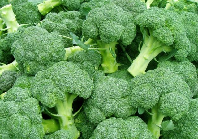 11 loại rau có hàm lượng canxi không thua kém gì sữa mẹ - Ảnh 1