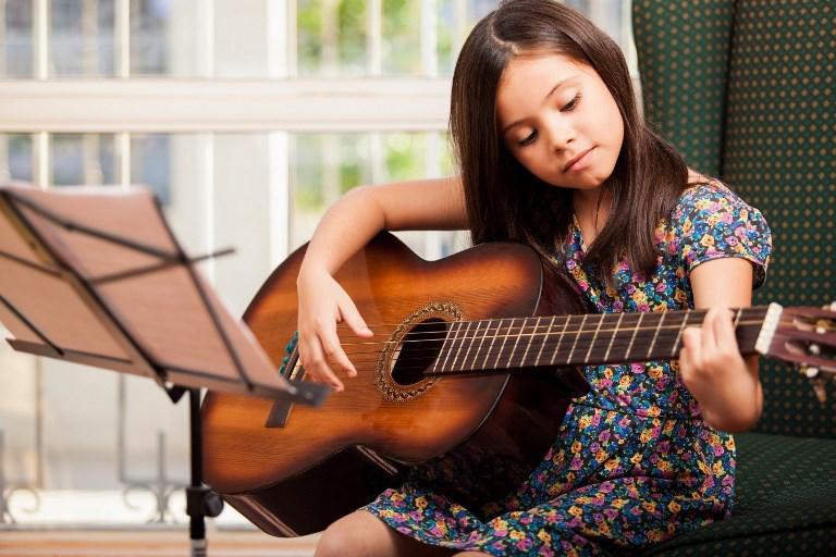 5 loại đồ chơi cho bé gái giúp phát triển trí thông minh - Ảnh 3