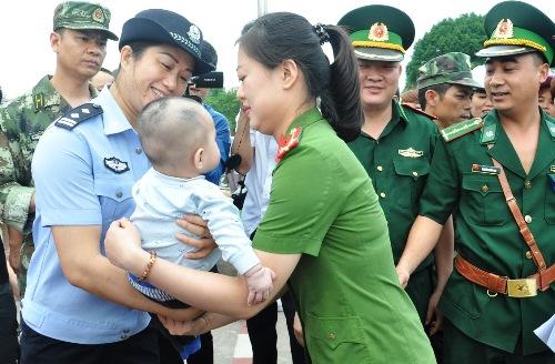 Bé trai bị bán sang Trung Quốc khi mới 8 ngày tuổi - Ảnh 1