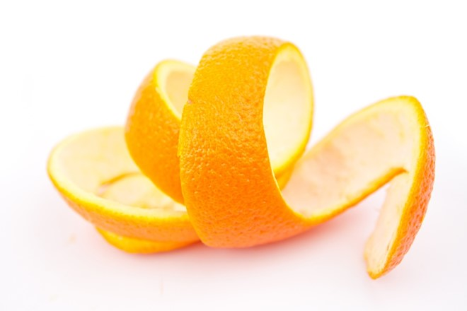 Vỏ cam chứa nhiều dưỡng chất tốt cho vẻ đẹp làn da