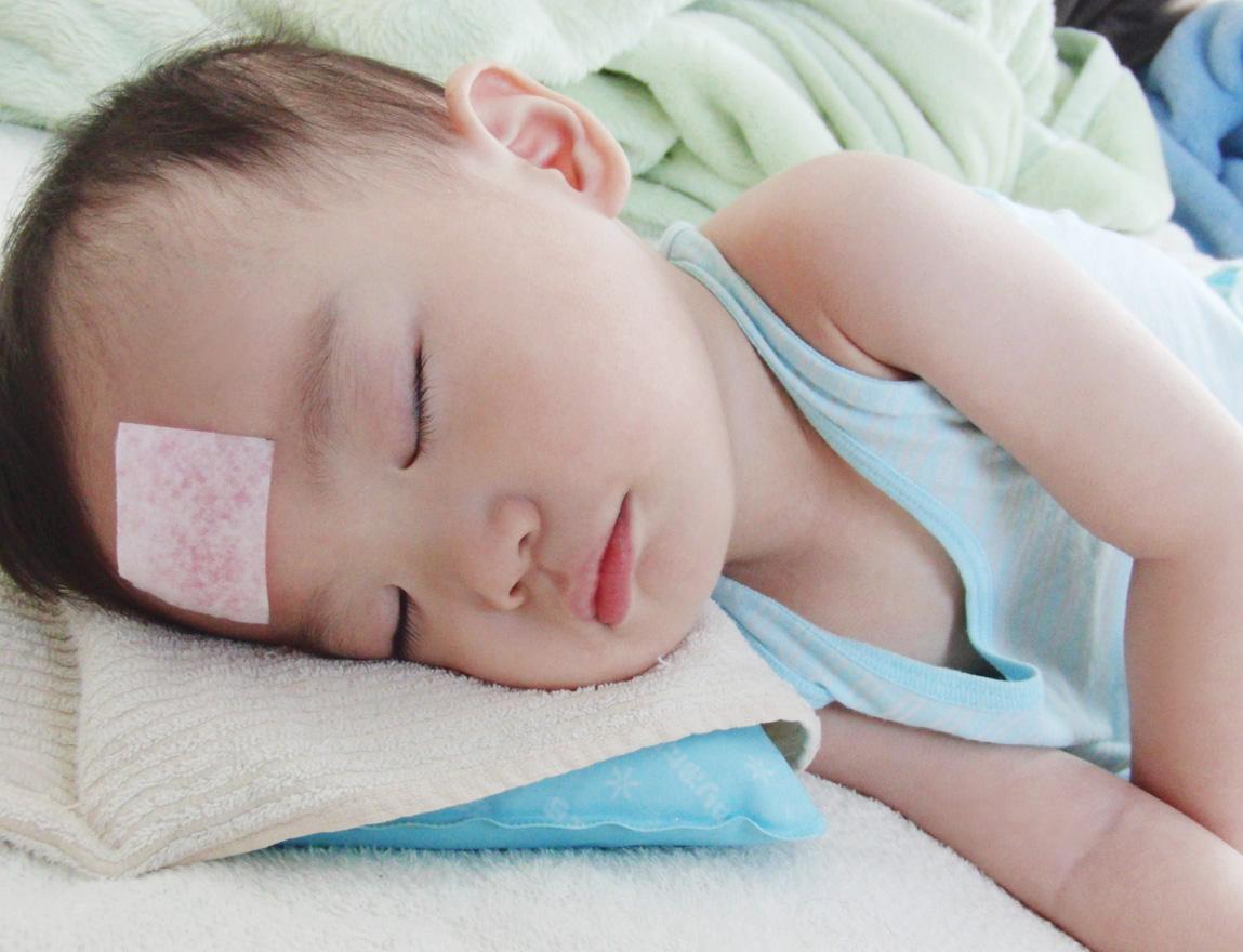 Cha mẹ nên làm gì khi trẻ sốt cao không hạ? - Ảnh 1
