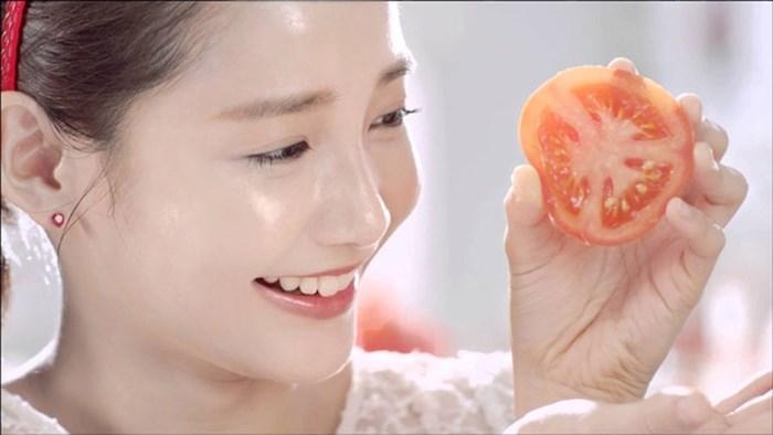 Cà chua có nhiều dưỡng chất giúp trị thâm mụn và dưỡng da tốt