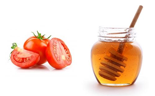 Kết hợp cà chua với mật ong trị thâm mụn hiệu quả