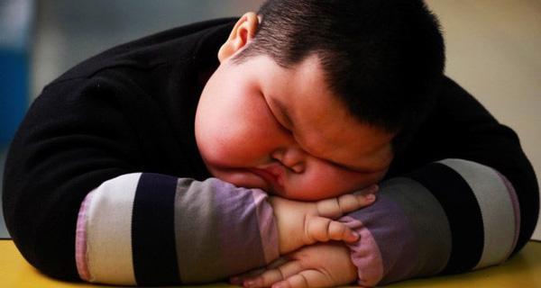 Bé trai đang ngủ say bỗng nhiên tử vong, cha mẹ hối hận khi để con gặp tình trạng này - Ảnh 1