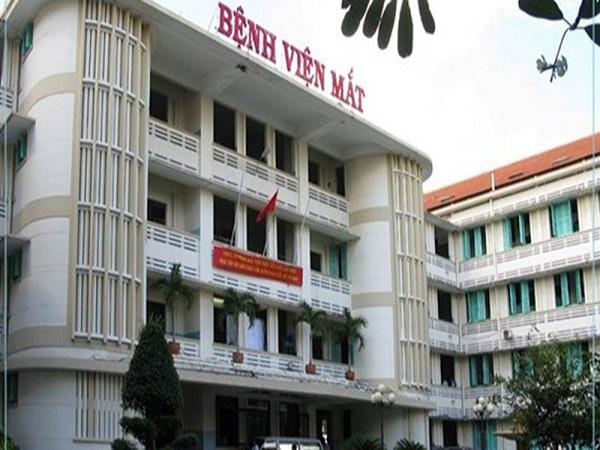 Bệnh viện Mắt TPHCM khám và phẫu thuật đục thuỷ tinh thể miễn phí cho đối tượng chính sách - Ảnh 1