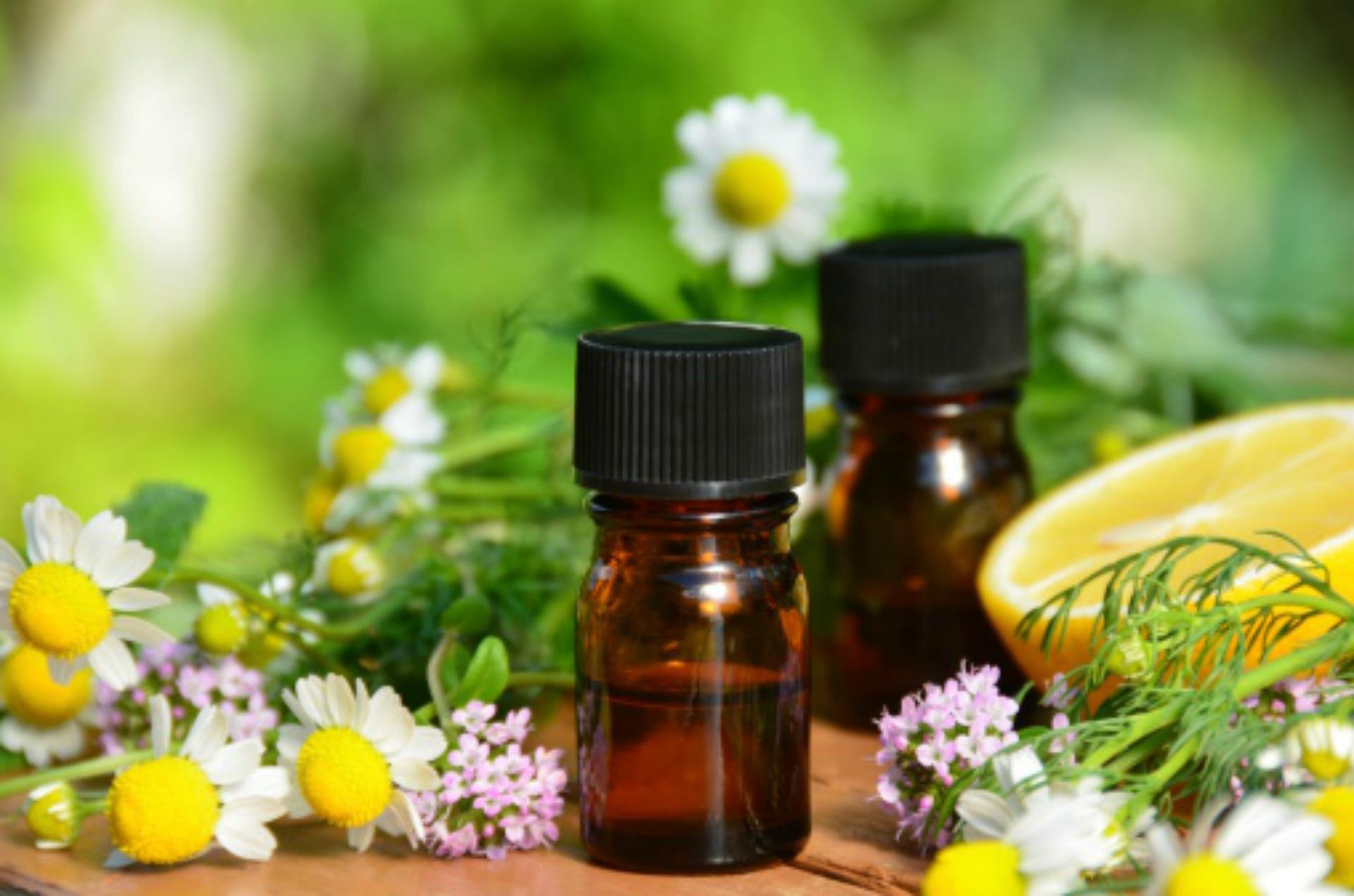 Xông mặt hoặc xông phòng bằng tinh dầu giúp giảm đau đầu