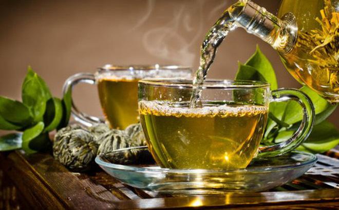 Uống trà xanh giảm mỡ bụng tự nhiên