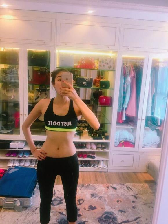 Hoa hậu Phạm Hương khoe tủ đồ hàng hiệu khiến nhiều người