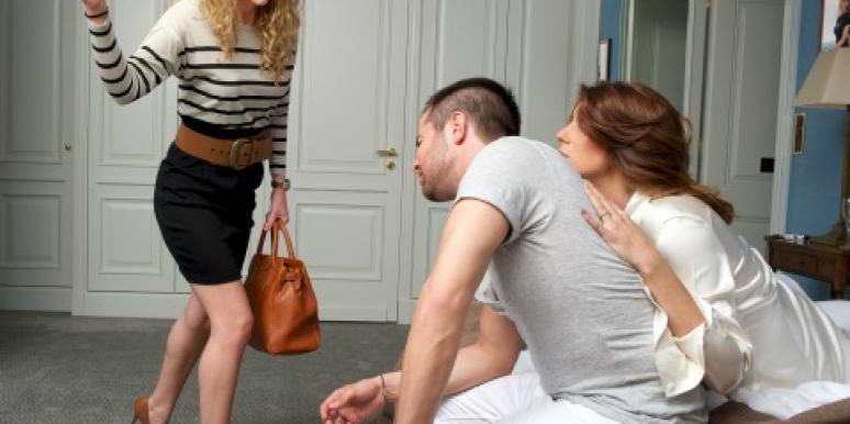 Vợ điếng người khi thấy ảnh 'nhạy cảm' trong điện thoại chồng - Ảnh 1