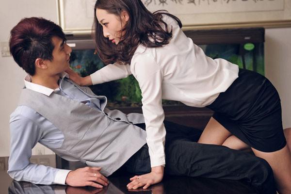 Chồng thường xuyên nói xấu 'rau sạch công sở' của mình để che giấu ngoại tình - Ảnh 2