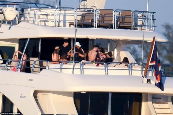 Gia đình David Beckham tiệc tùng thư giãn trên du thuyền hạng sang - Ảnh 2