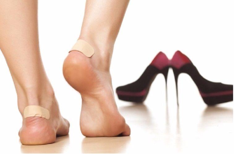 Giảm đau gót chân khi mang giày hiệu quả với băng dán