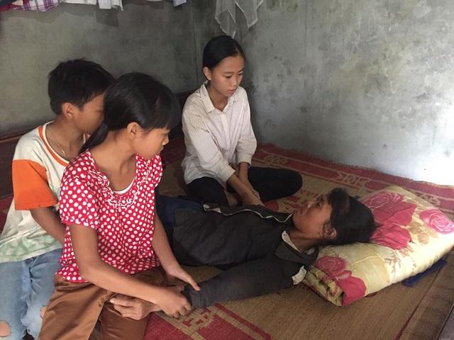 Mẹ ốm đau liệt giường, 3 đứa trẻ mồ côi cha ăn ốc thay cơm vì nhà hết gạo - Ảnh 3