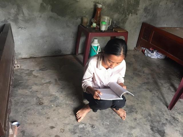 Mẹ ốm đau liệt giường, 3 đứa trẻ mồ côi cha ăn ốc thay cơm vì nhà hết gạo - Ảnh 1