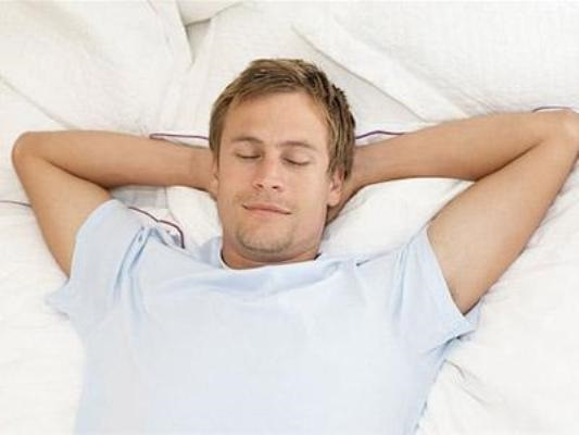 Để tinh trùng luôn khỏe mạnh, nam giới nên ngủ khi nào? - Ảnh 1