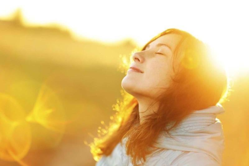 Cách làm đẹp da bằng nha đam giúp da tránh tác động của ánh nắng hiệu quả.