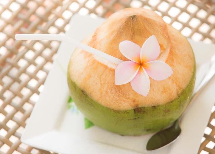 Nước dừa giúp làm đẹp da tự nhiên, trắng sáng mịn màng