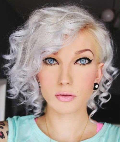 Tóc ngắn xoăn đẹp giúp tăng thêm vẻ mềm mại, dịu dàng ở các chị em