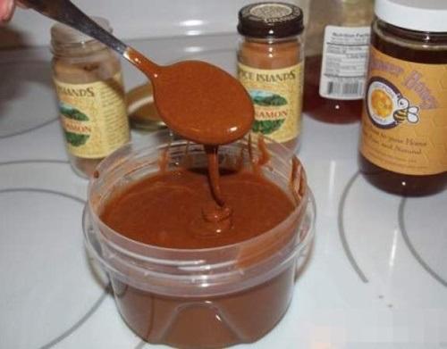 """Nhuộm tóc nâu hạt dẻ """"tẹt ga"""" chỉ với 3 thìa mật ong mà không cần dùng 1 giọt thuốc nhuộm - Ảnh 3"""