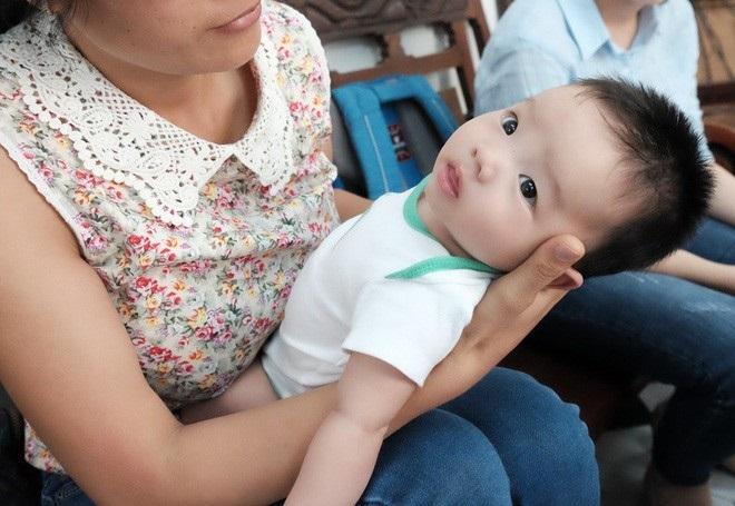 Cháu bé bị bỏ rơi ở cổng chùa: Nỗi buồn đau của chị giúp việc nghèo trước nguy cơ không được quyền nuôi trẻ sau 3 tháng cưu mang - Ảnh 4