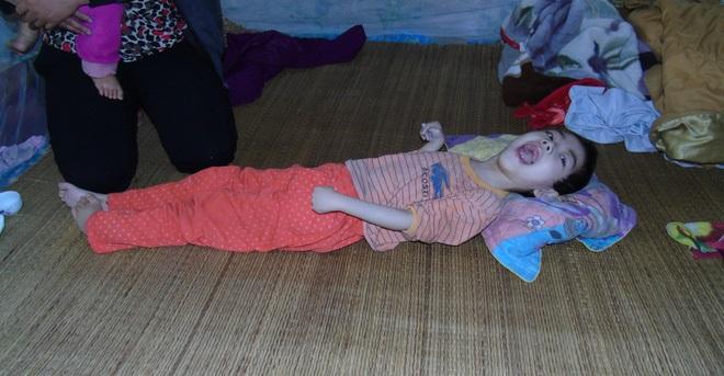 Nỗi đau xé lòng của người mẹ ép con gái bất hạnh uống 12 viên thuốc ngủ mỗi ngày - Ảnh 1