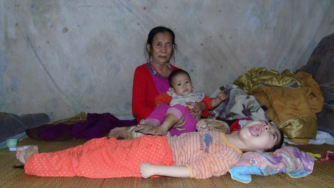 Nỗi đau xé lòng của người mẹ ép con gái bất hạnh uống 12 viên thuốc ngủ mỗi ngày - Ảnh 2
