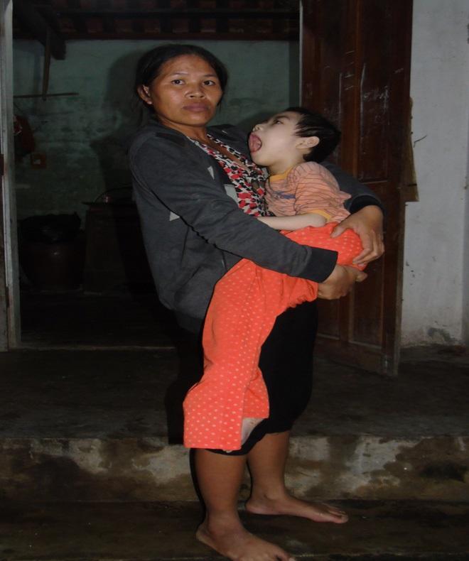 Nỗi đau xé lòng của người mẹ ép con gái bất hạnh uống 12 viên thuốc ngủ mỗi ngày - Ảnh 3