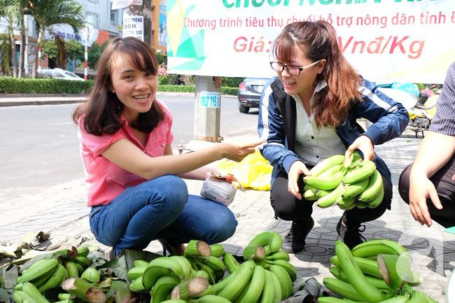 Nữ sinh Sài Gòn xuống đường 'cứu chuối' giúp bà con Đồng Nai - Ảnh 1