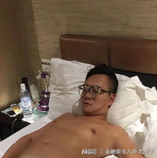 Ép bạn gái kém 20 tuổi phá thai, nam nhạc sỹ nổi tiếng bị tung ảnh giường chiếu - Ảnh 3